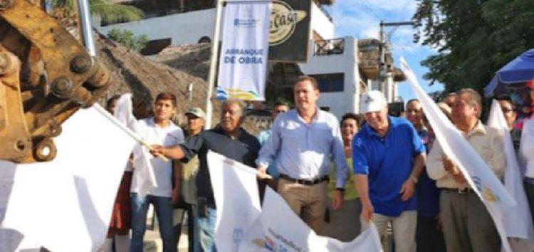 Inicia Jaime Cuevas reconstrucción de drenaje en centro de Sayulita