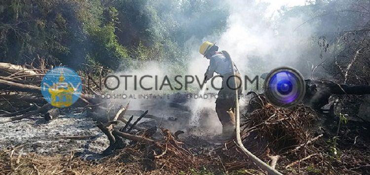 Controlan incendio cercano a las viviendas de Jardines del Sol en Bahía