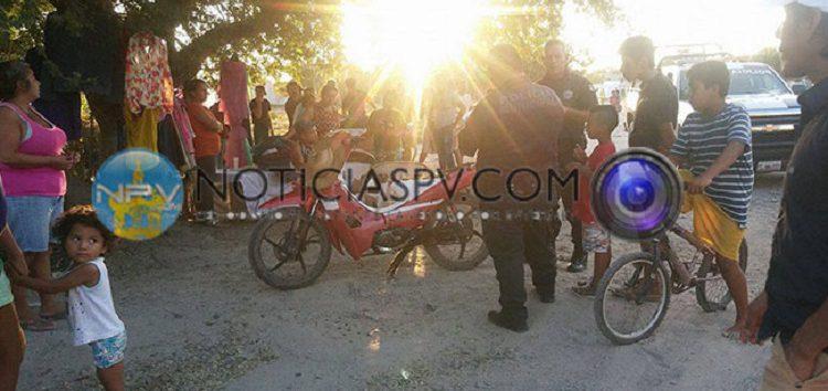 Motoloco se impacta contra camioneta en Las Conchas