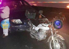 Chocan por alcance tres vehículos en Mezcales