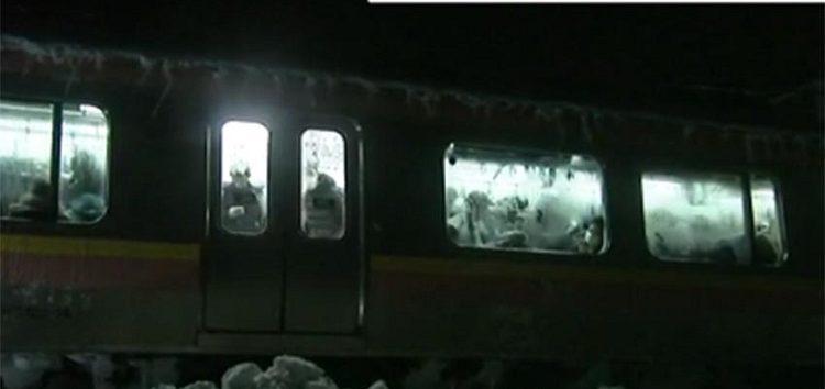 Nieve atrapa a más de 400 personas dentro de tren en Japón