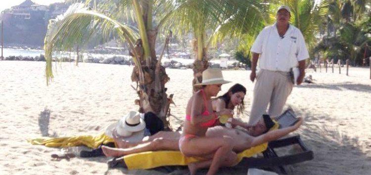 Perro pitbull atacó a turista dentro del mar en playa La Manzanilla