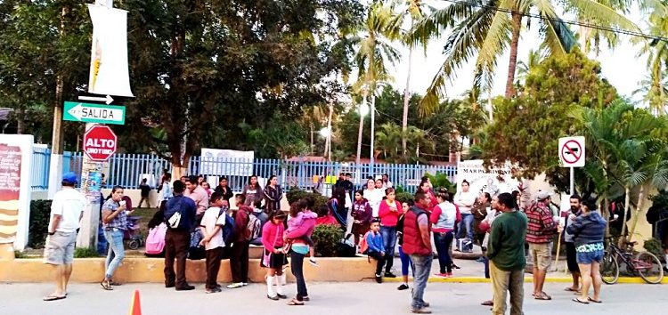 Por falta de profesores padres de familia cierran secundaria de San Pancho