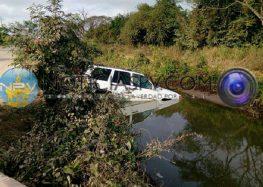Menor cayó al canal con todo y vehículo