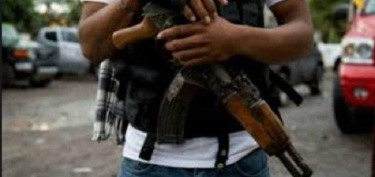 Grupo armado asalta telesecundaria en Acapulco; cortan el cabello a mujeres