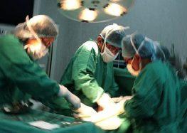Retiran un tumor de 2.5 kilos en la zona del coxis a una bebé de dos meses