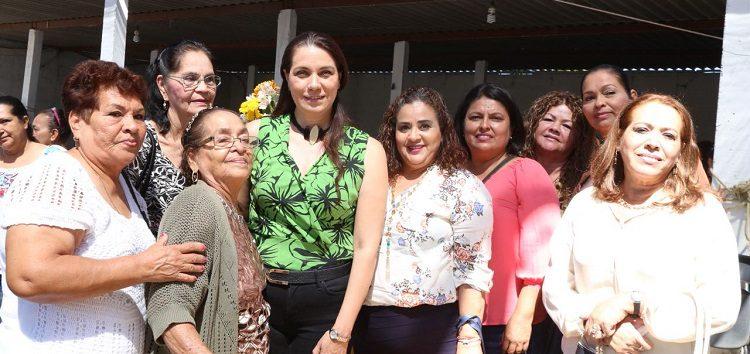 Encabezan Jaime Cuevas y su esposa desayuno en honor de las mujeres