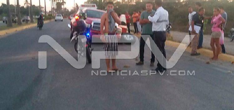 Choca camioneta contra una palmera en San Jose del Valle