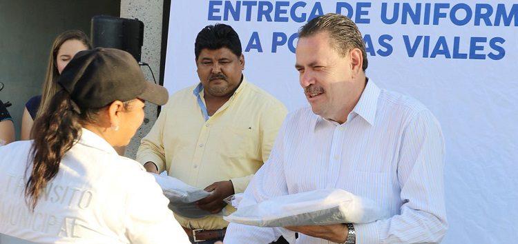 Entregan Uniformes a Policías Viales de Bahía de Banderas