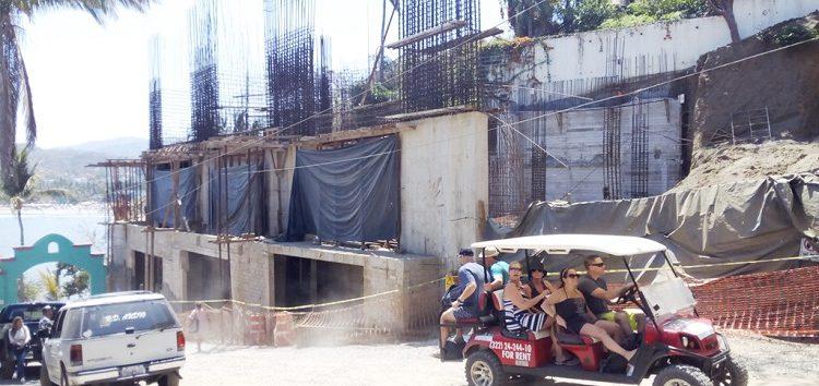 Ordena Juez Federal reactivar obra de condominios junto al panteón de Sayulita