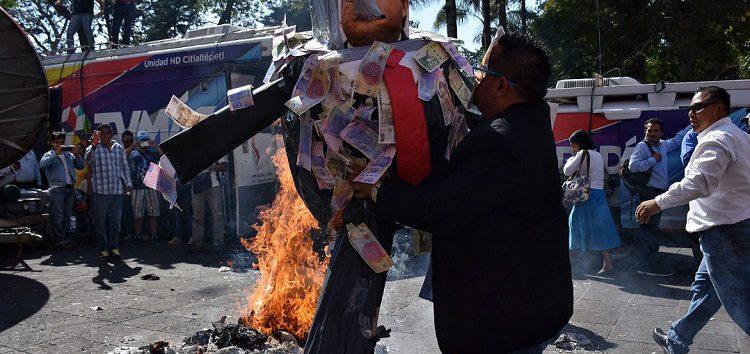 Fiscalía de Veracruz notifica a Duarte que tiene pendientes dos órdenes de aprehensión