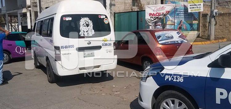 Taxi chocó auto por la caretera a San Vicente