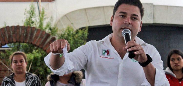 """Nadie me toca, porque en un chasqueo desaparezco expedientes"": candidato priista a alcaldía de Santa Lucía"