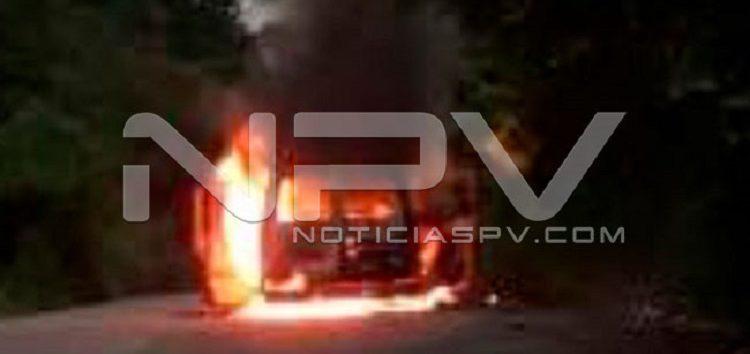 Ardió vehículo en Sayulita; sólo se registraron daños materiales