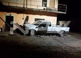 Buscan al dueño de una camioneta  que causó daños en San Juan de Abajo