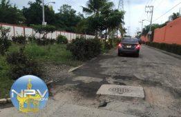 Vecinos de Valle Dorado se quejan de presunto arreglo de calles