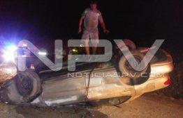 Volcó vehículo en  Valle de Banderas