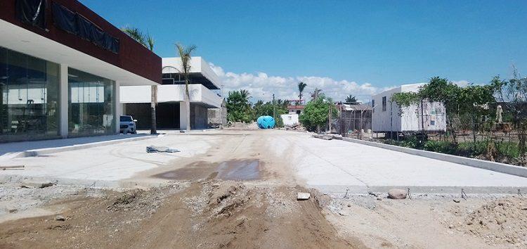 Obra de Tondoroque se apropia de calle para su material de construcción