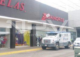Reportan asalto a extranjero  afuera de Banorte Lago Real