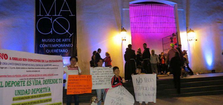 Durante inauguración de museo, protestan contra gobernador de Querétaro