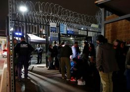 Solicitantes de asilo exigen ser atendidos por autoridades de EU